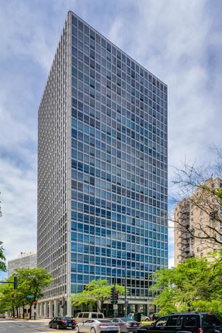 Photo of 2400 North Lakeview Avenue #2405, Chicago, IL 60614 (MLS # 10618607)