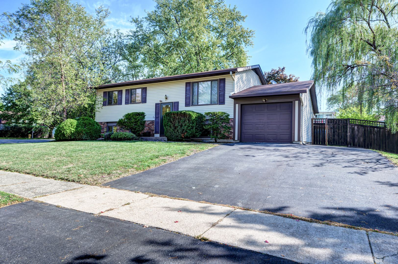 Photo of 234 Bedford Road, Bolingbrook, IL 60440 (MLS # 10894612)