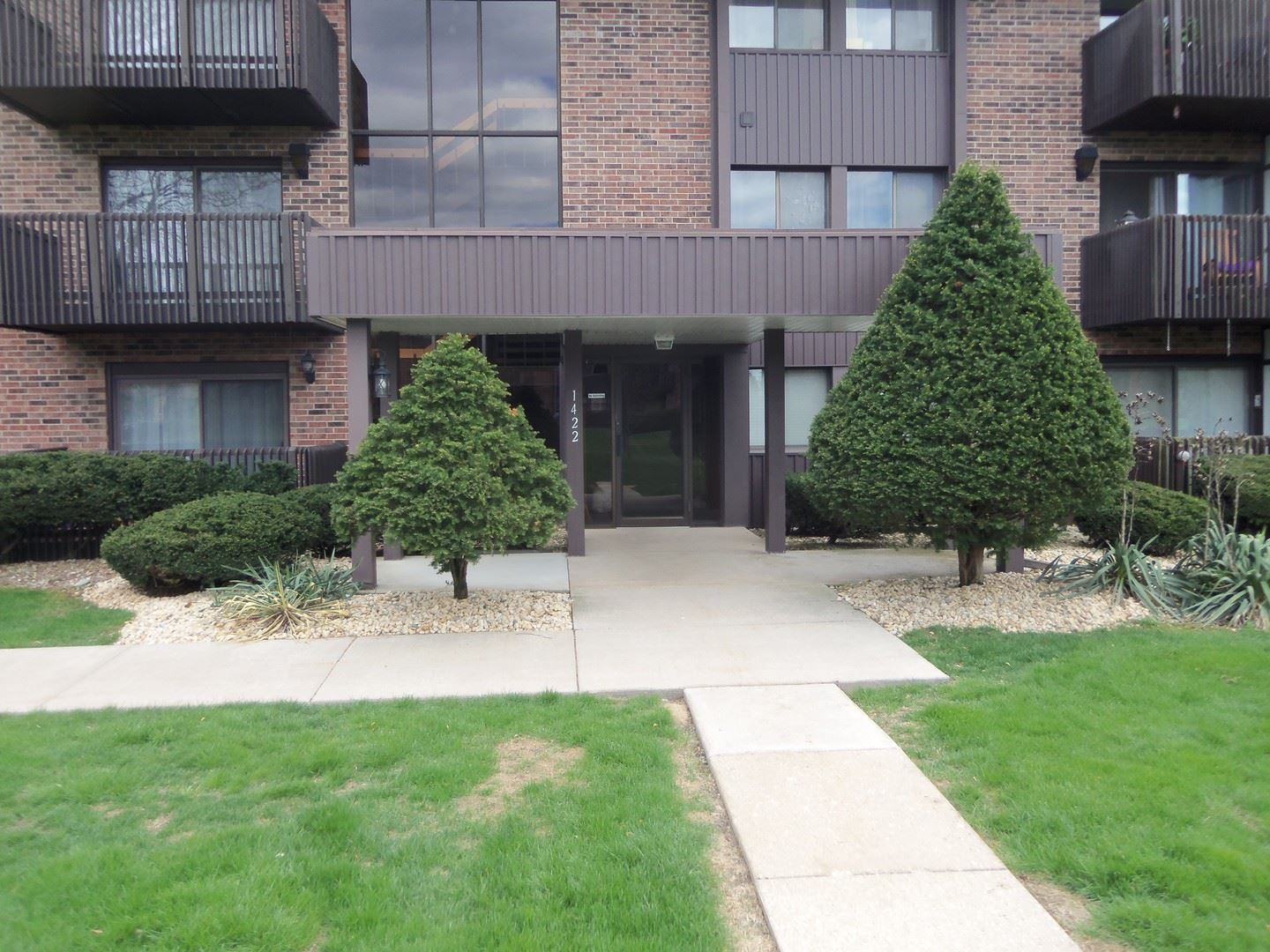 Photo of 1422 Woodbridge Road #1A, Joliet, IL 60436 (MLS # 11057612)