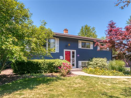Photo of 105 Springwood Drive, Naperville, IL 60540 (MLS # 11127616)