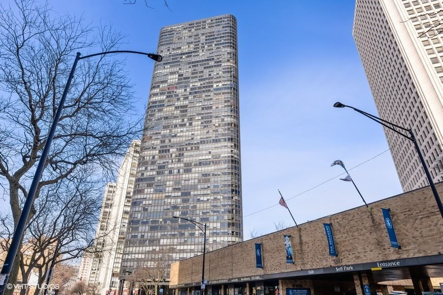 Photo for 5415 N Sheridan Road #315, Chicago, IL 60640 (MLS # 11029625)