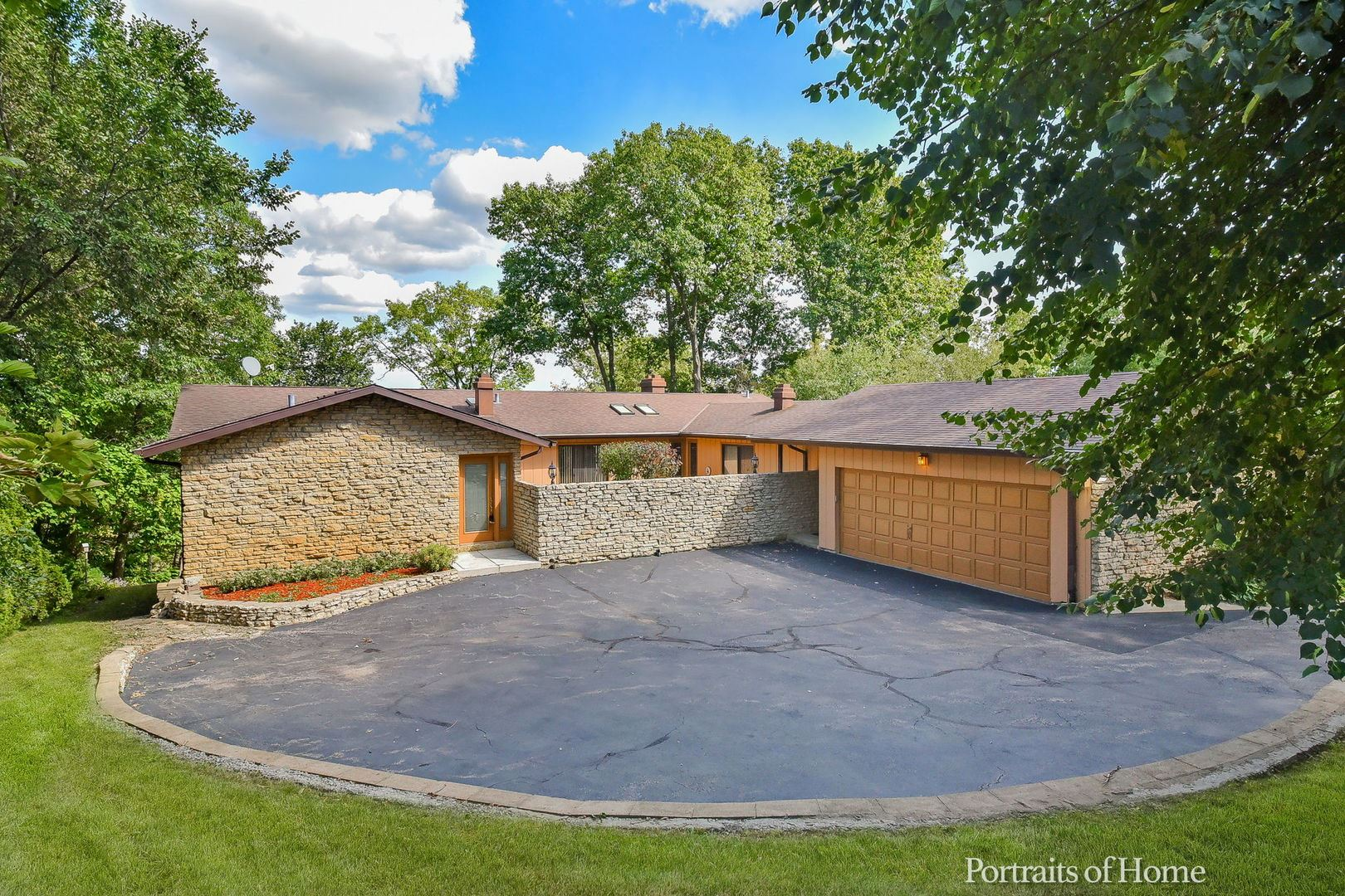975 Woodcliff Drive, South Elgin, IL 60177 - #: 11208656