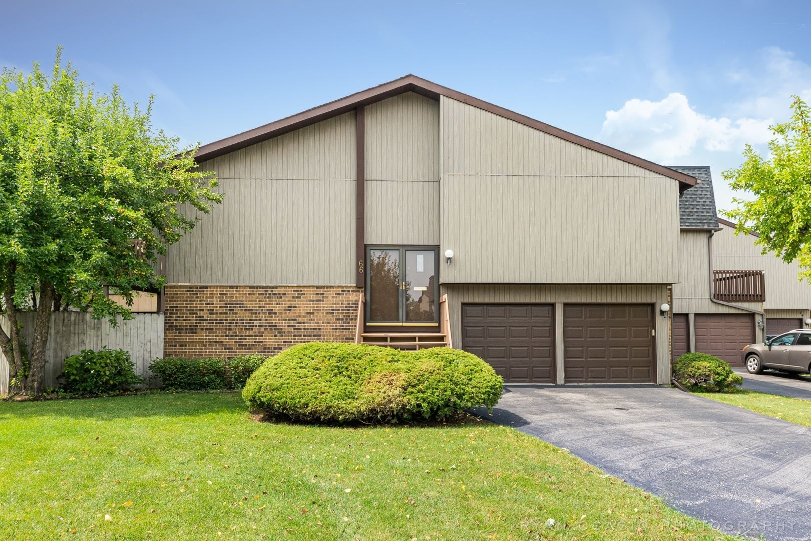 66 Lake Point Drive, Roselle, IL 60172 - #: 11187675