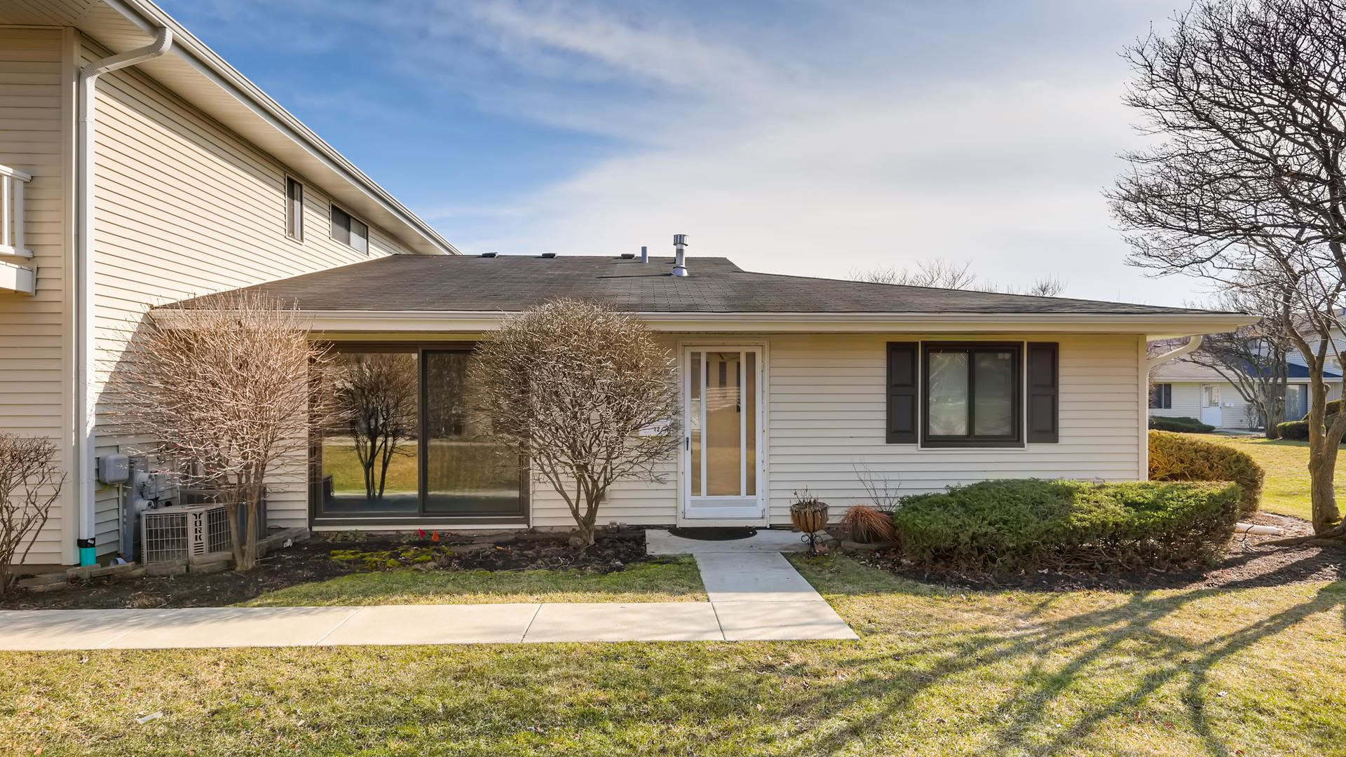 Photo for 12 Eastham Court #12, Schaumburg, IL 60193 (MLS # 10677677)