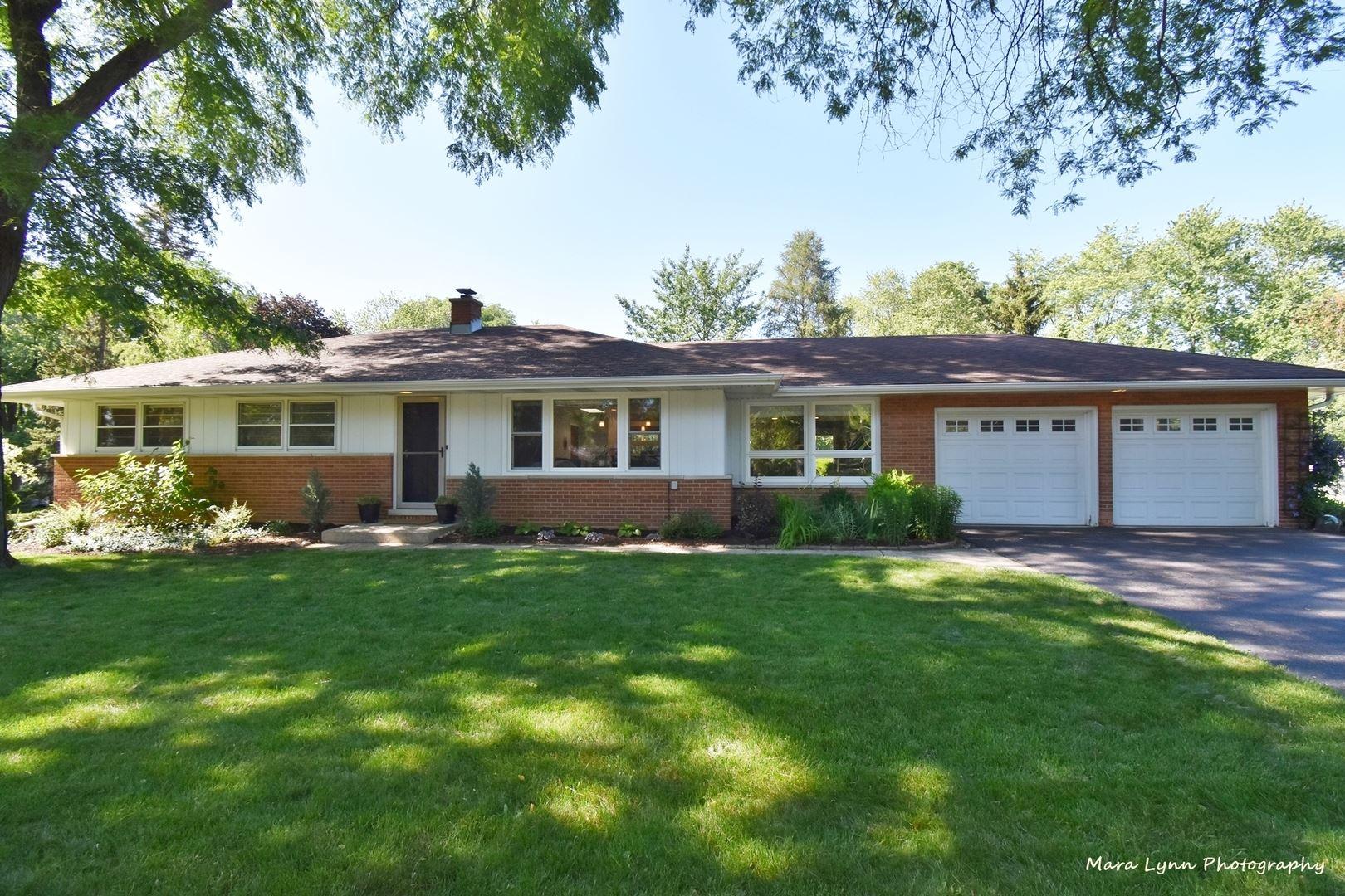 Photo of 230 Buena Vista Drive, Glen Ellyn, IL 60137 (MLS # 11099678)