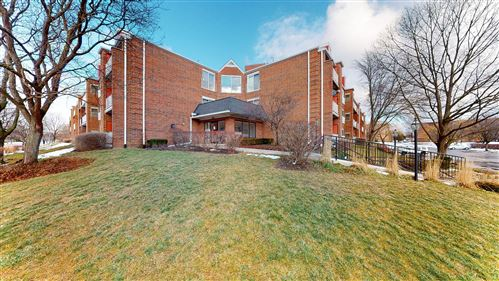 Photo of 805 Leicester Road #B302, Elk Grove Village, IL 60007 (MLS # 10972680)