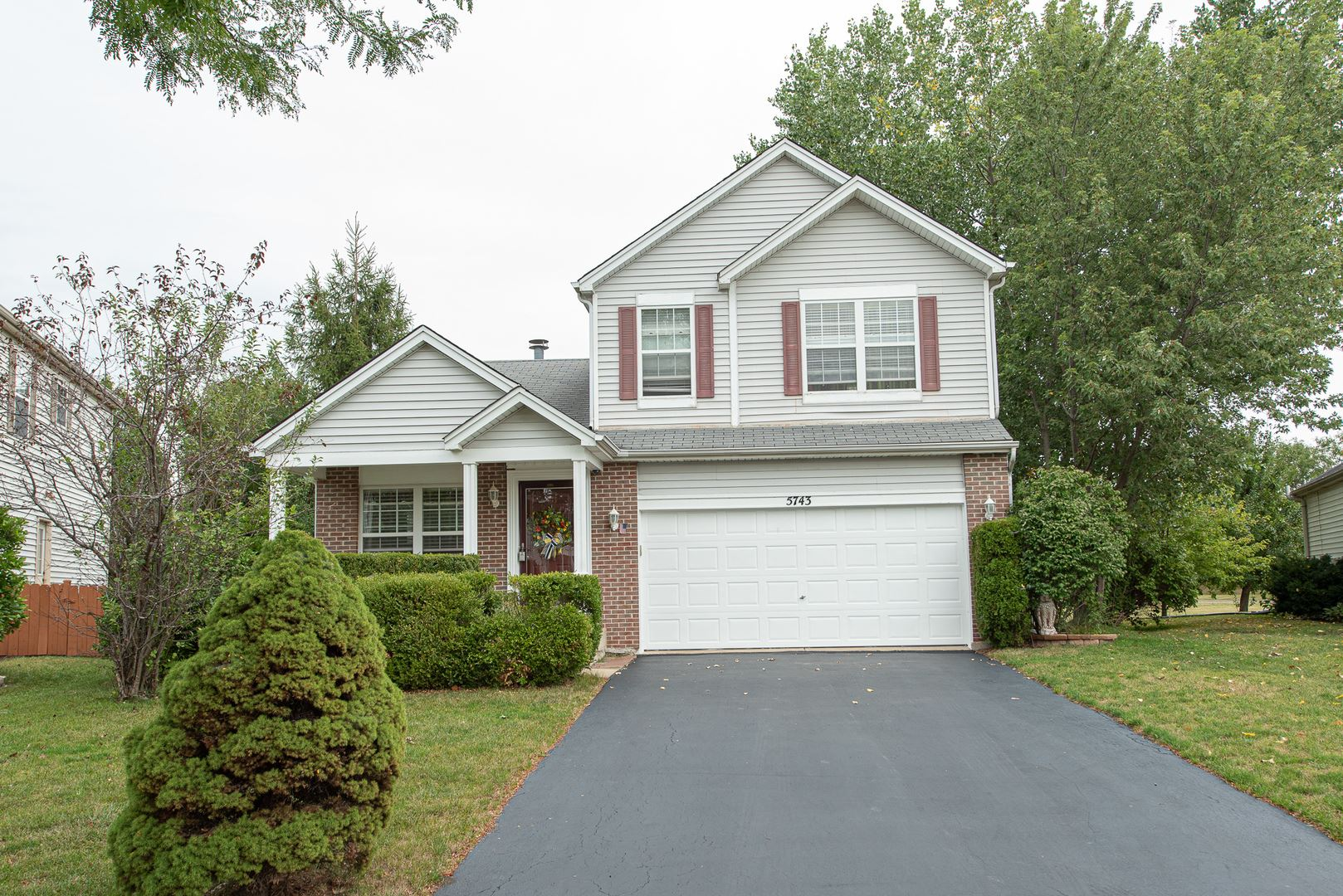 Photo of 5743 Lake Pointe Drive, Plainfield, IL 60586 (MLS # 10854694)