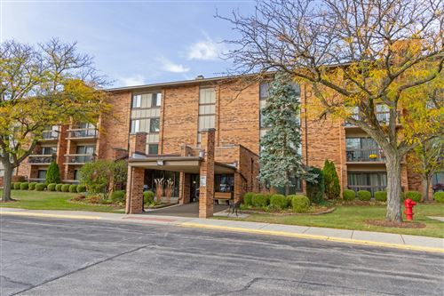 Photo of 77 Lake Hinsdale Drive #410, Willowbrook, IL 60527 (MLS # 10966696)