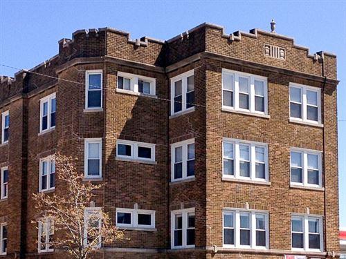 Photo of 4811 N Ashland Avenue #3E, Chicago, IL 60640 (MLS # 10944706)