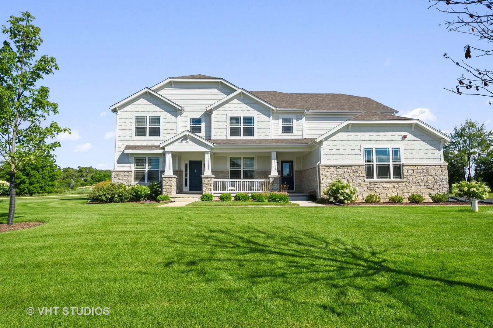 Photo for 27378 W Meadow Rose Court, Lake Barrington, IL 60010 (MLS # 10793706)
