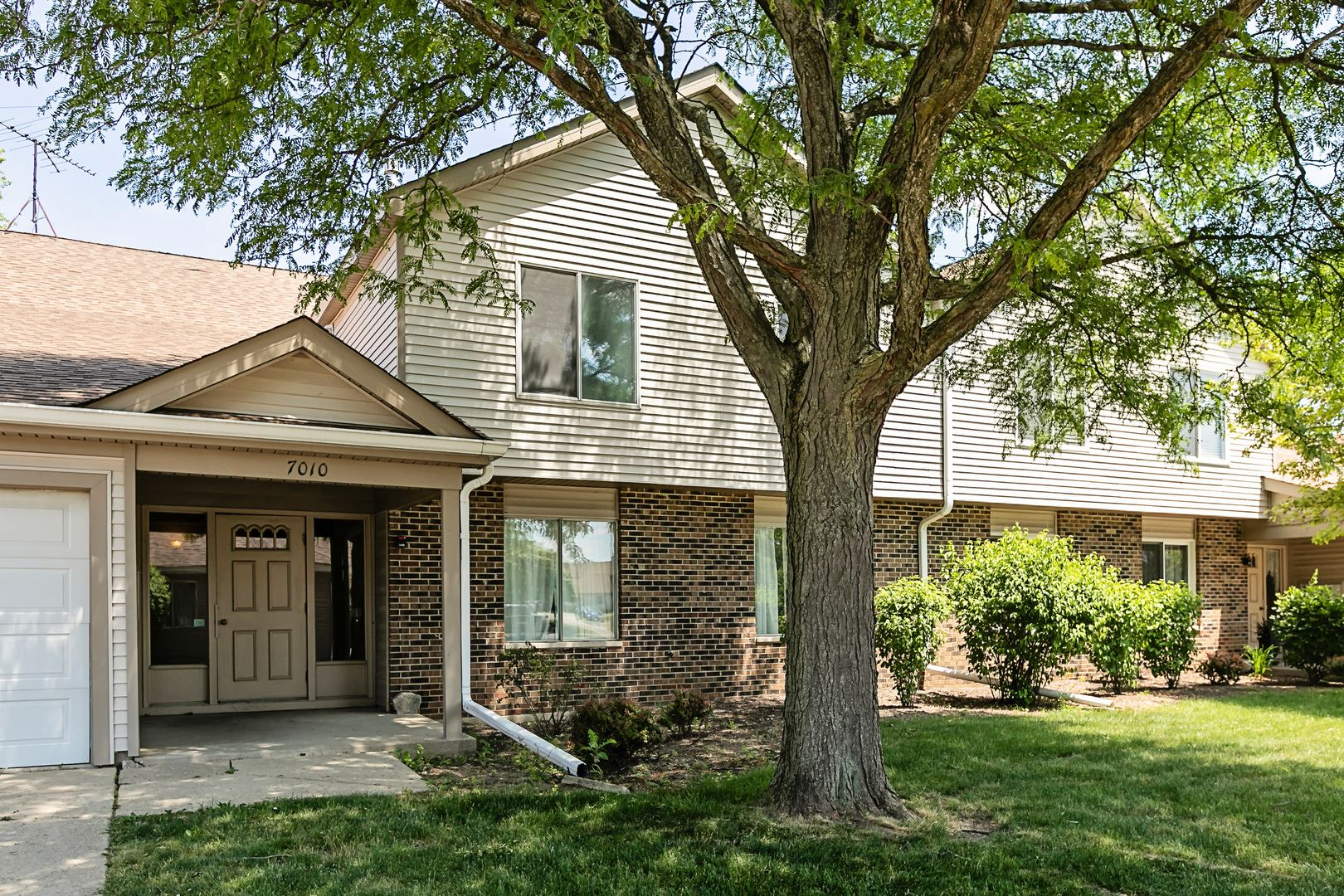 7010 Newport Drive #203, Woodridge, IL 60517 - #: 10751711