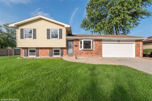 Photo of 798 S WARRINGTON Road, Des Plaines, IL 60016 (MLS # 10685715)