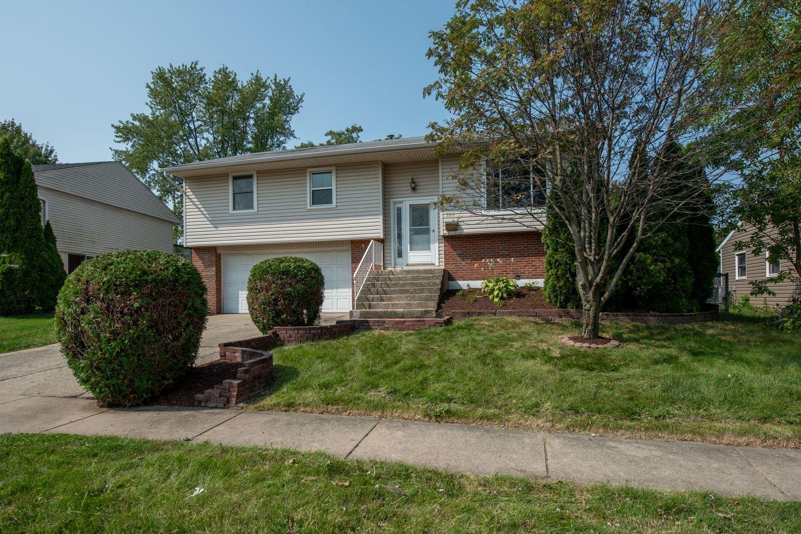 Photo of 320 Hickory Avenue, Romeoville, IL 60446 (MLS # 10884715)