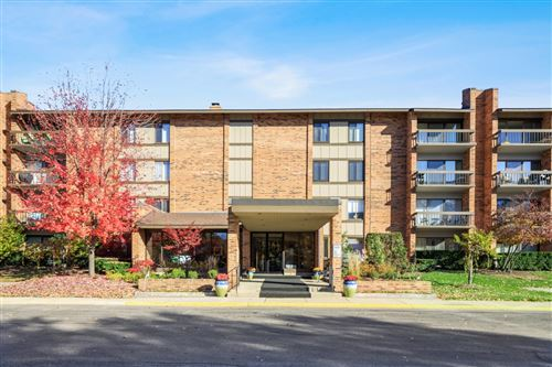 Photo of 201 LAKE HINSDALE Drive #104, Willowbrook, IL 60527 (MLS # 10924723)