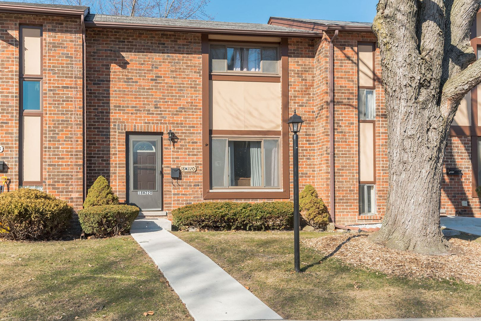 18W220 Lowell Lane, Villa Park, IL 60181 - #: 10658726