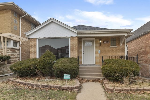 8212 S Kingston Avenue, Chicago, IL 60617 - #: 10765731