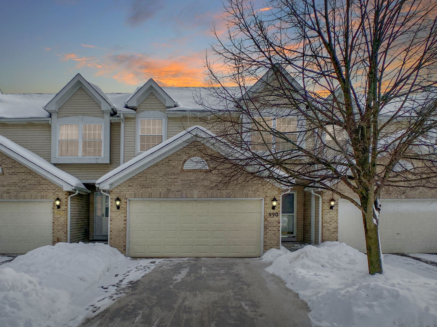 990 Viewpoint Drive, Lake in the Hills, IL 60156 - #: 10993735