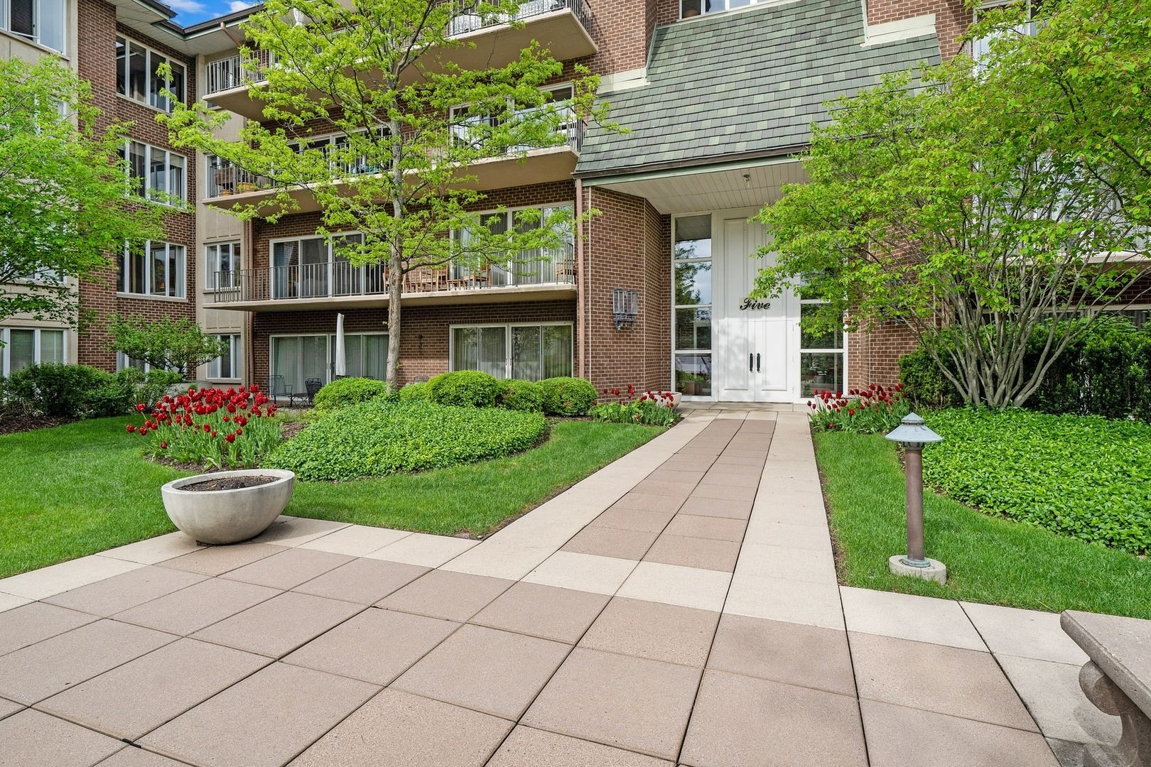 5 Oak Brook Club Drive #N201, Oak Brook, IL 60523 - #: 10721737