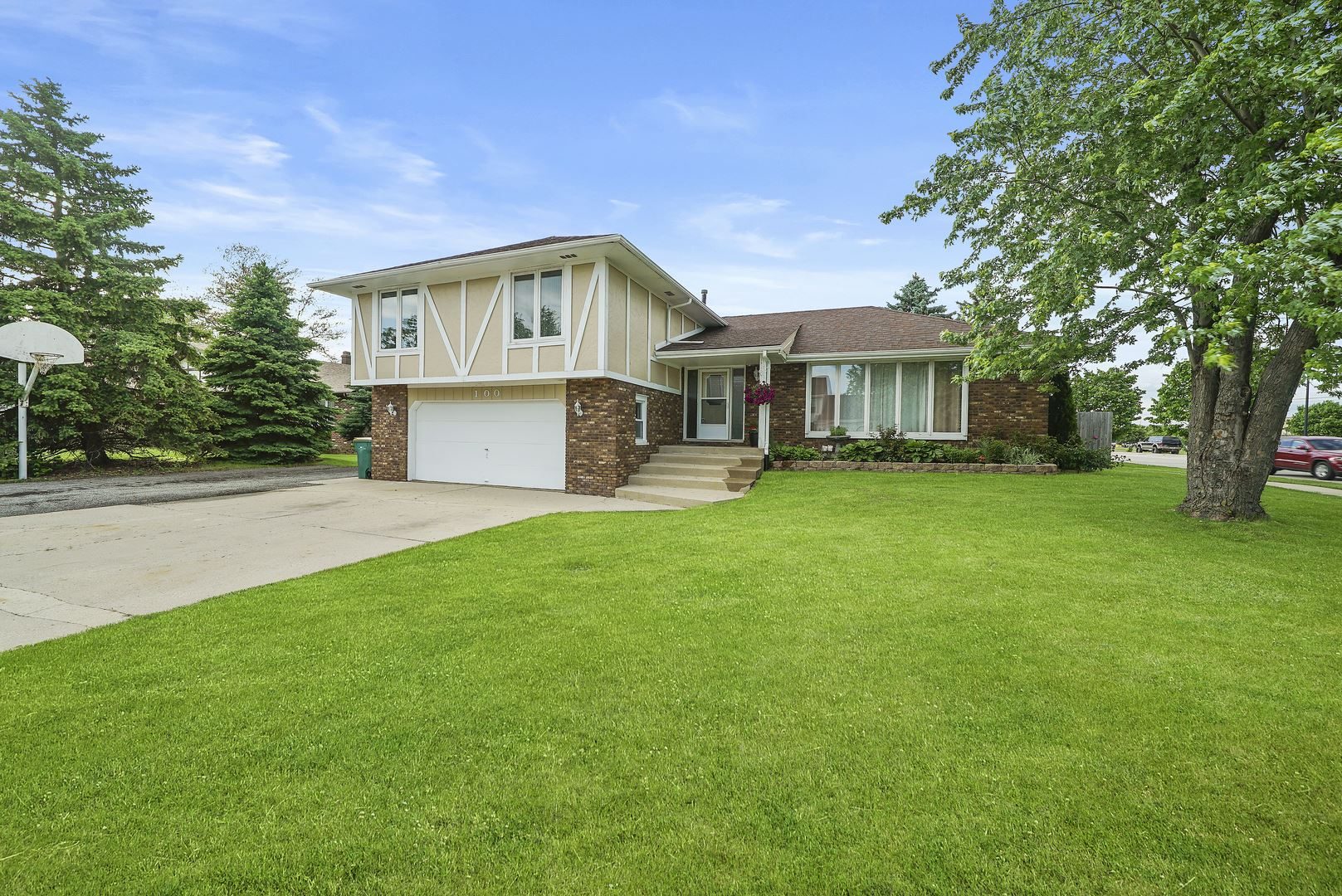 Photo of 100 Meadow Drive, Shorewood, IL 60404 (MLS # 10784746)
