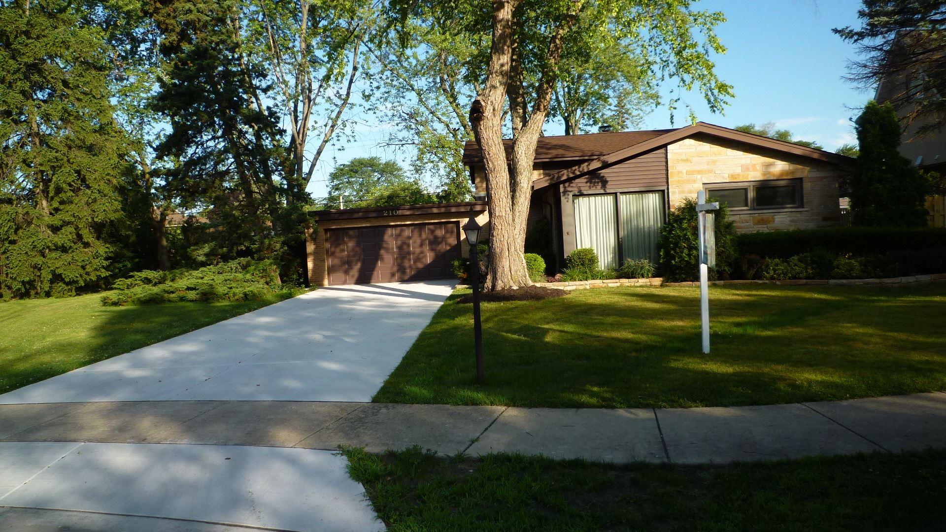 210 Greenfield Drive, Glenview, IL 60025 - #: 10765758