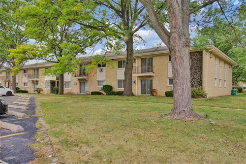 Photo of 530 Chase Drive #16, Clarendon Hills, IL 60514 (MLS # 10857775)