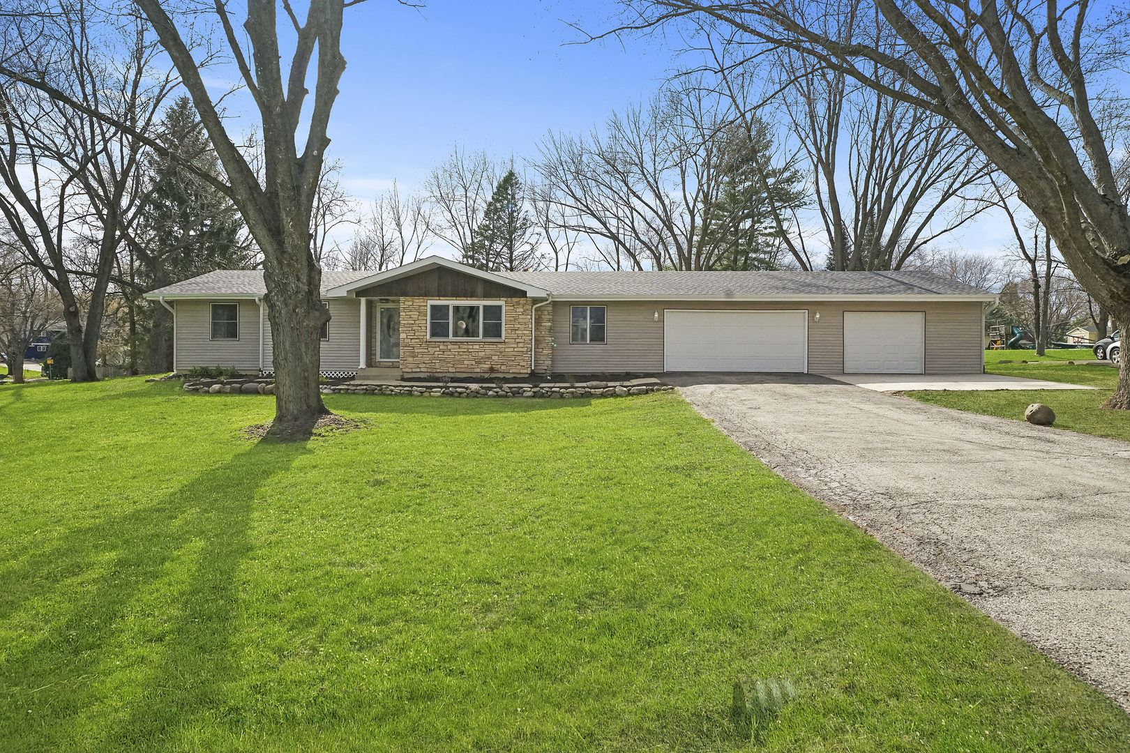 2911 Skyline Drive, Crystal Lake, IL 60012 - #: 10695780