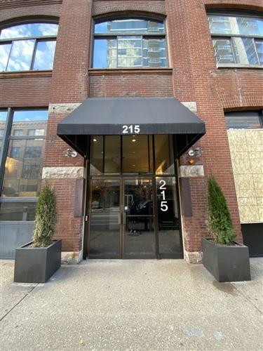 Photo of 215 W ILLINOIS Street #6C, Chicago, IL 60610 (MLS # 10886784)