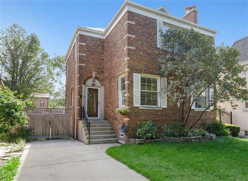 Photo of 5815 N KENTON Avenue, Chicago, IL 60646 (MLS # 10800788)