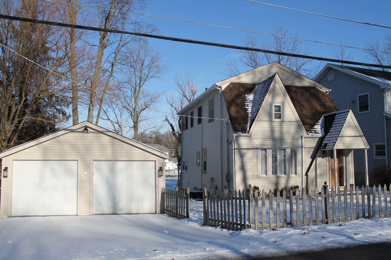 Photo for 26277 N Elmwood Avenue, Mundelein, IL 60060 (MLS # 10976799)