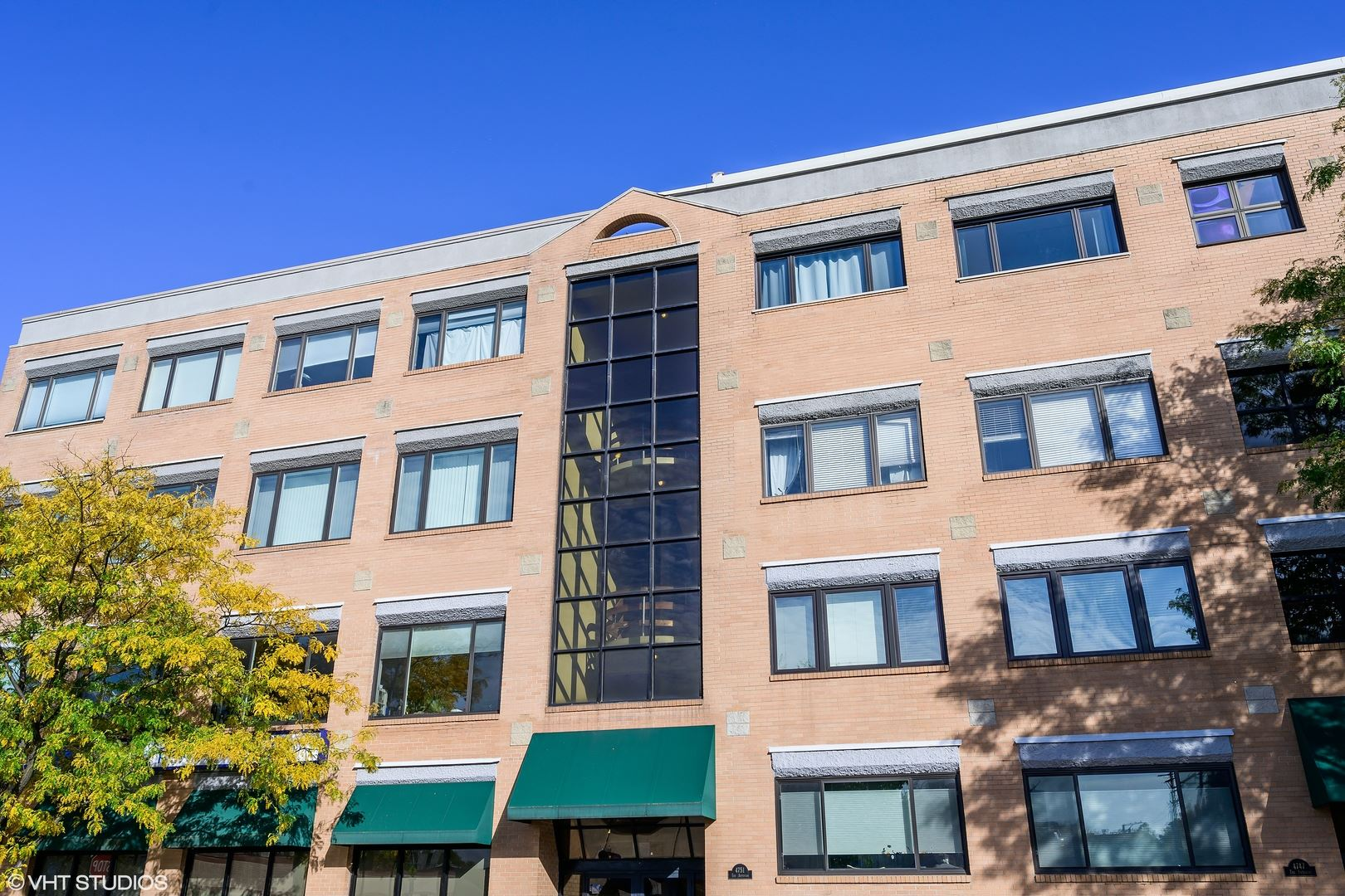 Photo for 4751 N Artesian Avenue #302, Chicago, IL 60625 (MLS # 10903804)