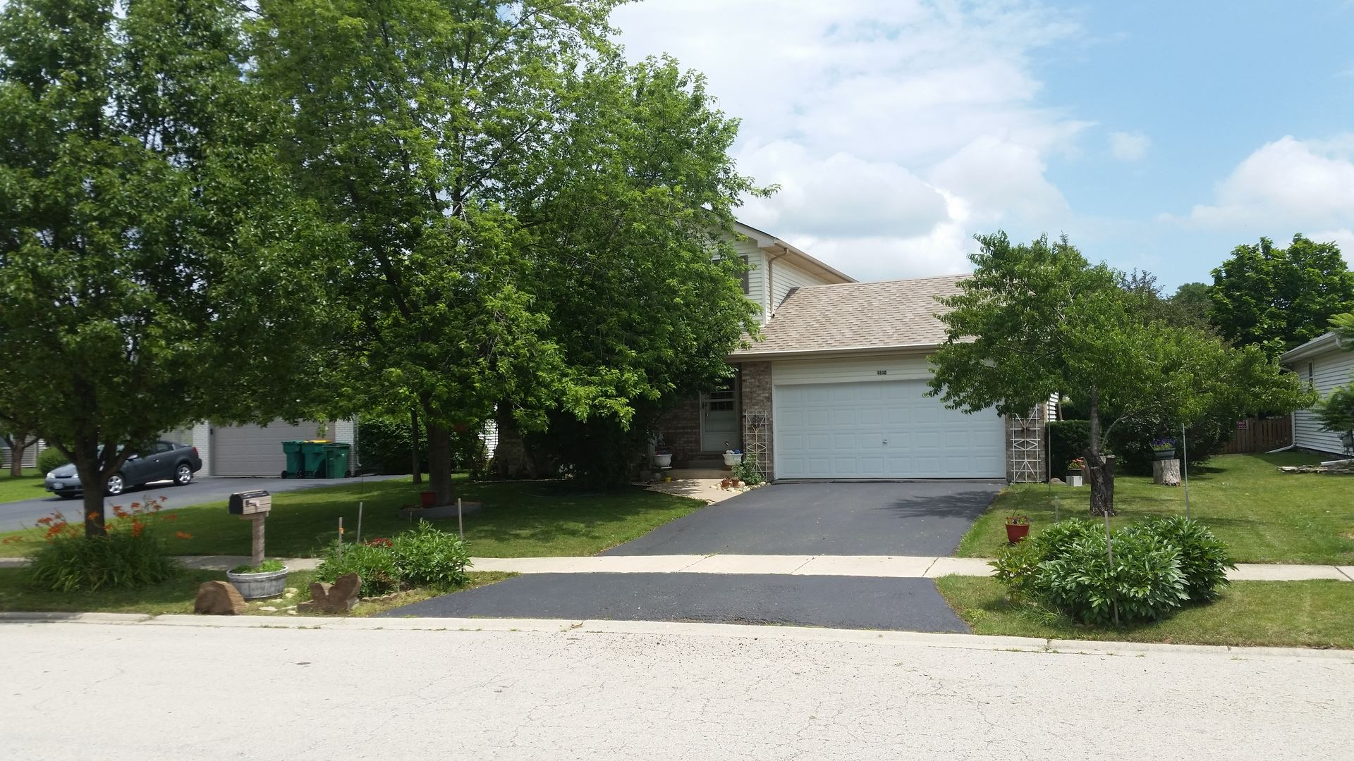 Photo of 1510 Finch Drive, Plainfield, IL 60586 (MLS # 11157825)