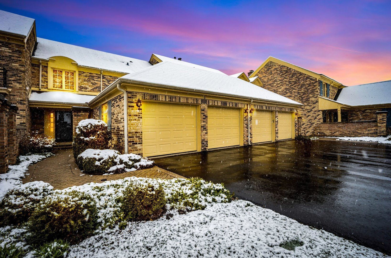2 The Court of Island, Northbrook, IL 60062 - #: 10724840