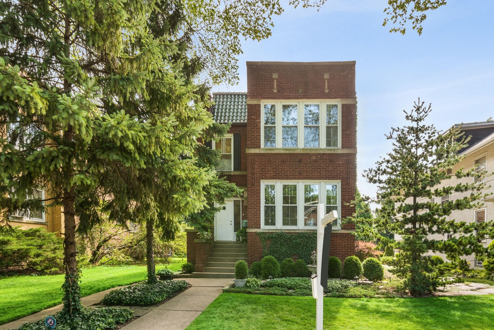 Photo for 2751 Eastwood Avenue, Evanston, IL 60201 (MLS # 10782850)