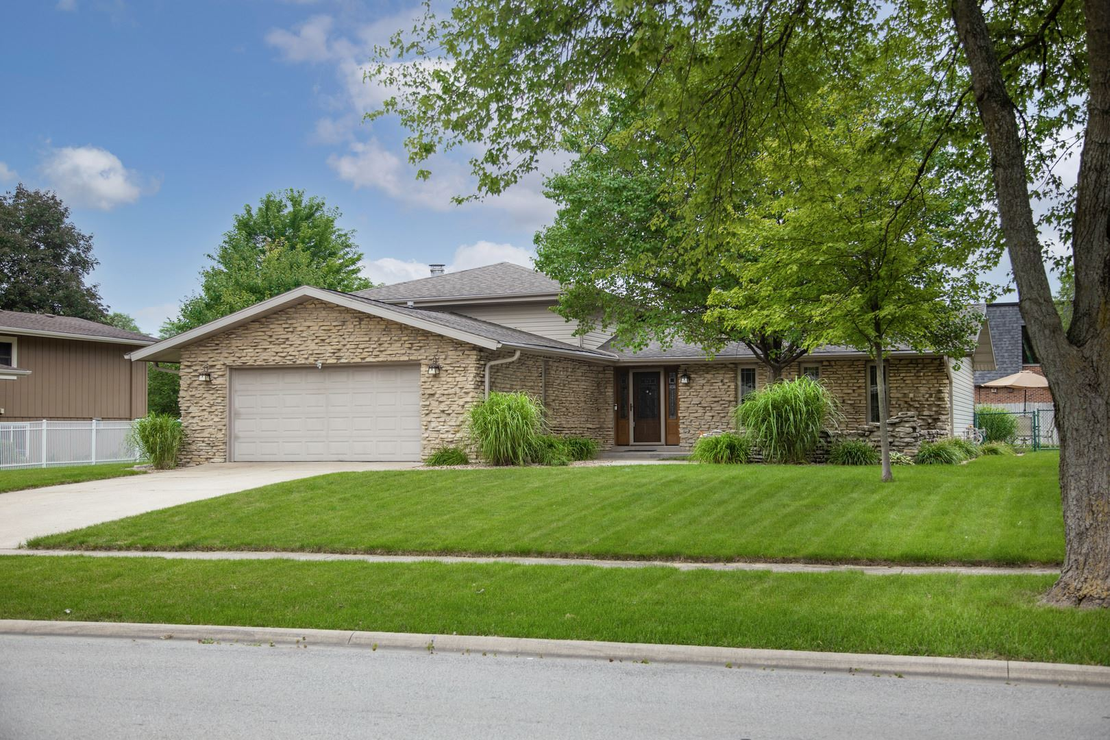 Photo of 202 N Brookshore Drive, Shorewood, IL 60404 (MLS # 11157853)