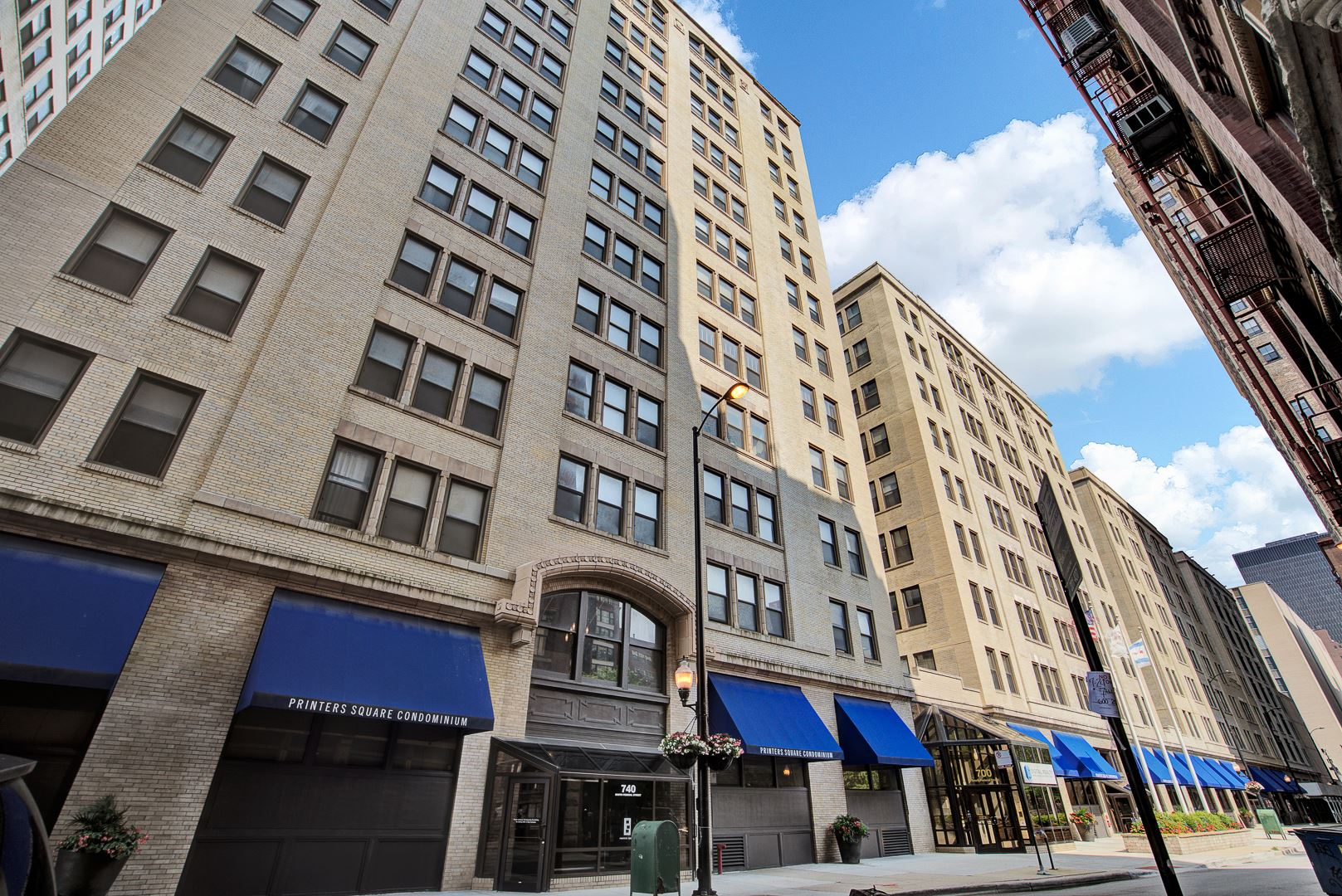 Photo for 740 S FEDERAL Street #402, Chicago, IL 60605 (MLS # 11213874)