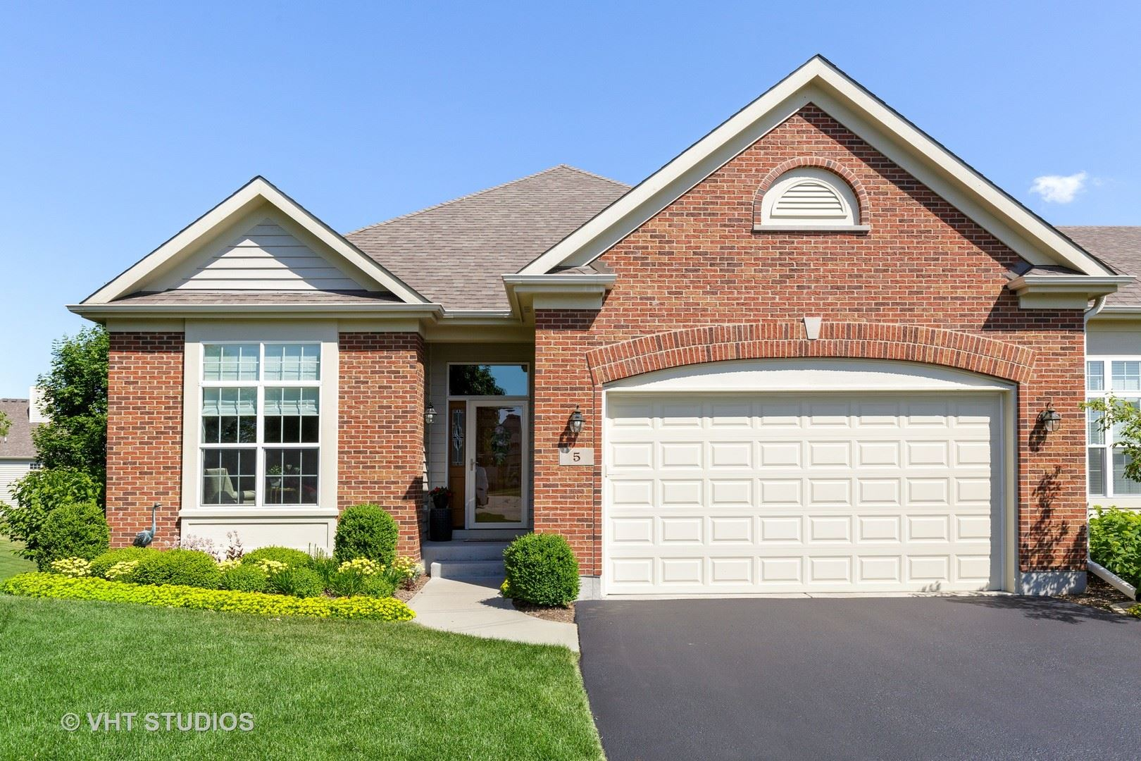 5 Austrian Court, Lake in the Hills, IL 60156 - #: 10750875