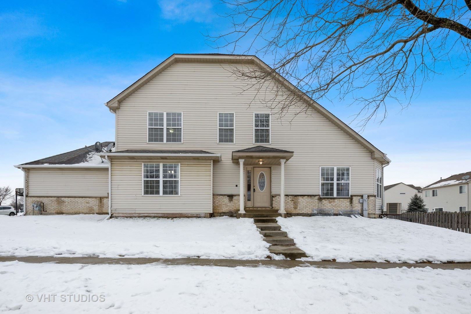 1080 VIEWPOINT Drive, Lake in the Hills, IL 60156 - #: 10982880