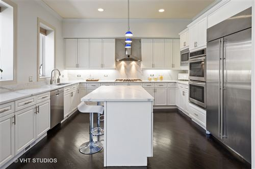 Tiny photo for 464 W Superior Street, Chicago, IL 60654 (MLS # 11059886)