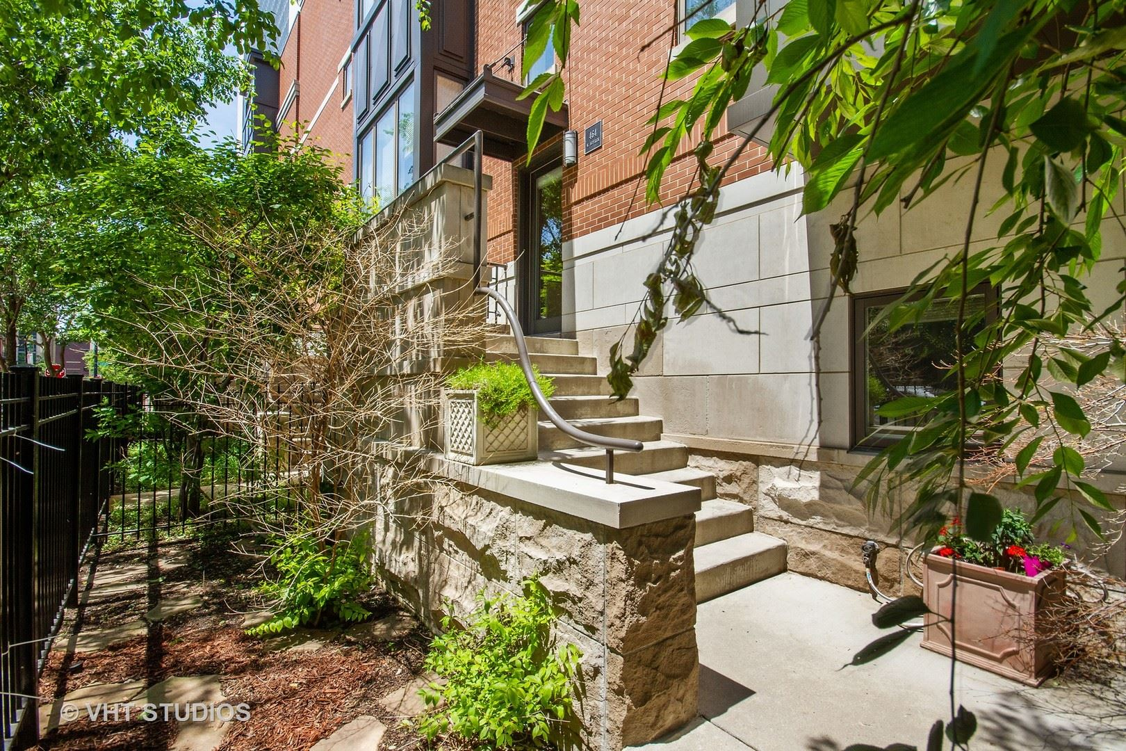 Photo for 464 W Superior Street, Chicago, IL 60654 (MLS # 11059886)