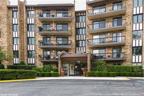 Photo of 501 Lake Hinsdale Drive #106, Willowbrook, IL 60527 (MLS # 10767891)
