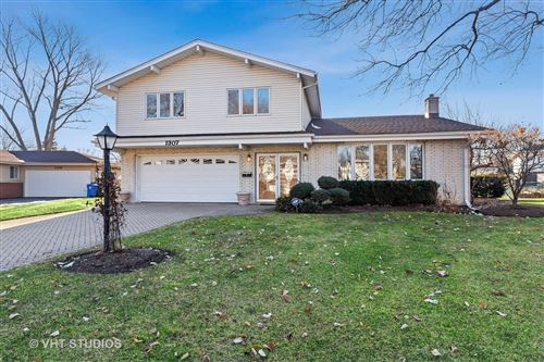 Photo of 1307 E Mulberry Lane, Mount Prospect, IL 60056 (MLS # 10683893)