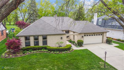 Photo of 524 Williamsburg Road, Glen Ellyn, IL 60137 (MLS # 11071898)