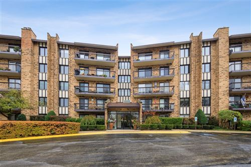 Photo of 501 Lake Hinsdale Drive #105, Willowbrook, IL 60527 (MLS # 10918904)