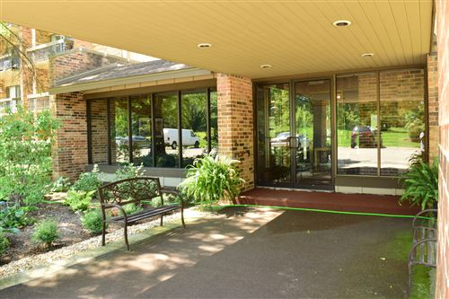 Photo of 301 LAKE HINSDALE Drive #307, Willowbrook, IL 60527 (MLS # 10940905)