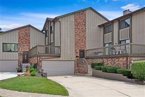 Photo of 16 Lakeview Court, WILLOWBROOK, IL 60527 (MLS # 10273909)