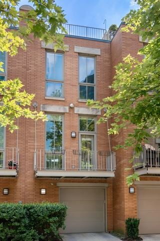 Photo of 456 E North Water Street #D, Chicago, IL 60611 (MLS # 10602915)