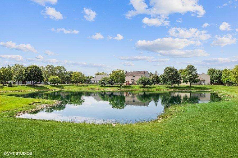 Photo of 7 Black Oak Court #7, Bolingbrook, IL 60490 (MLS # 11123924)