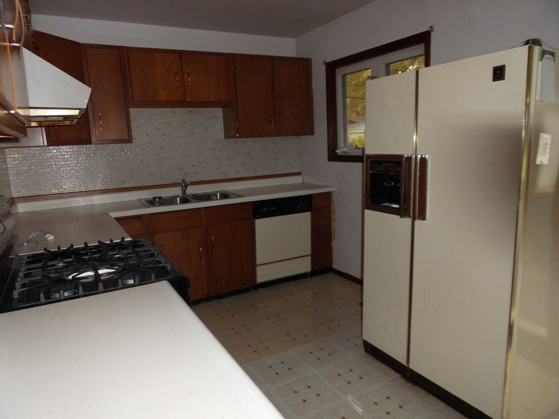 Photo of 520 Redwood Road, Bolingbrook, IL 60440 (MLS # 10916925)