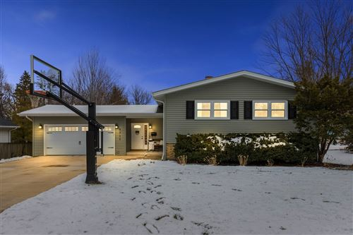 Photo of 5715 Fairmount Avenue, Downers Grove, IL 60516 (MLS # 10969928)