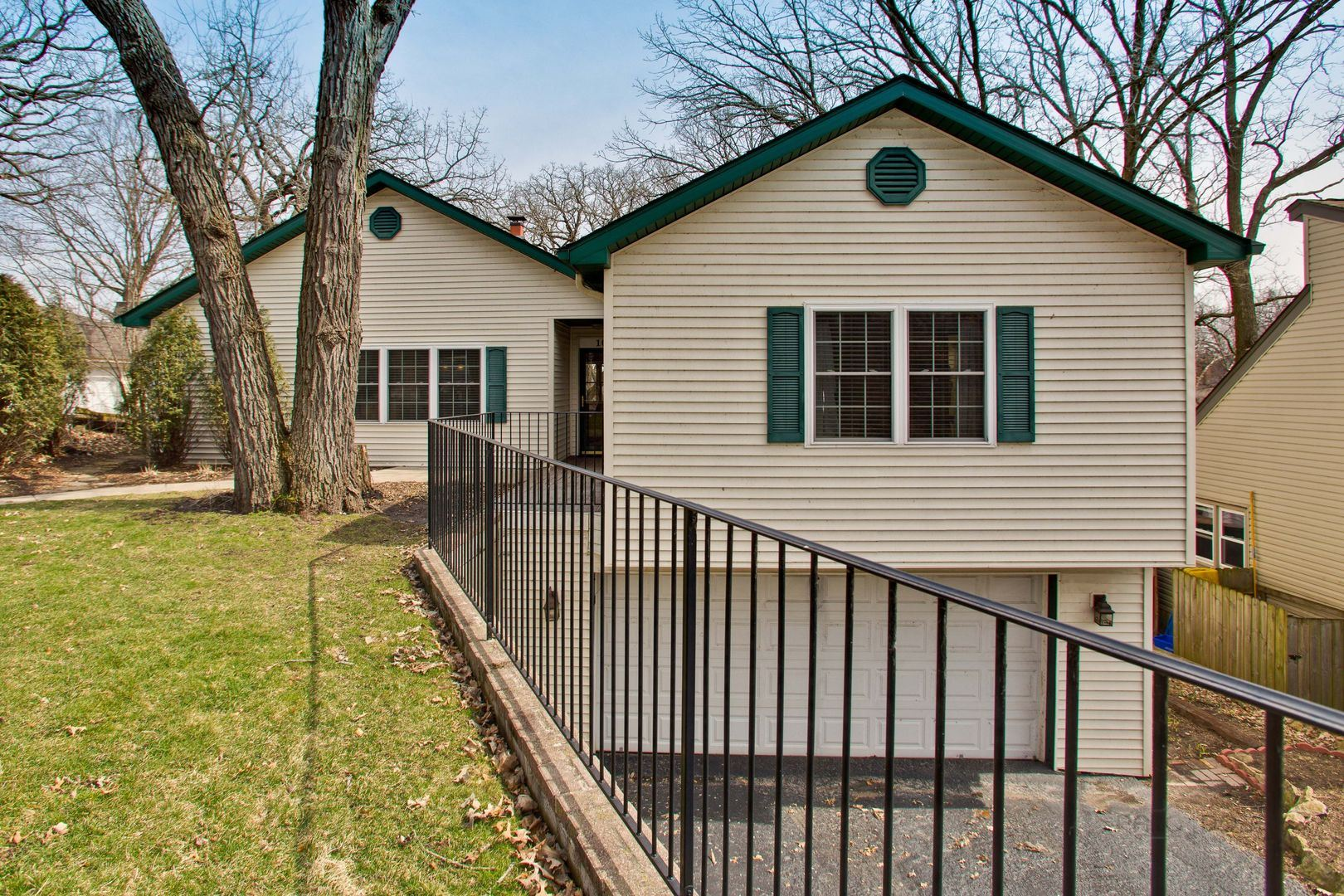 108 Hickory Road, Lake in the Hills, IL 60156 - #: 10744932